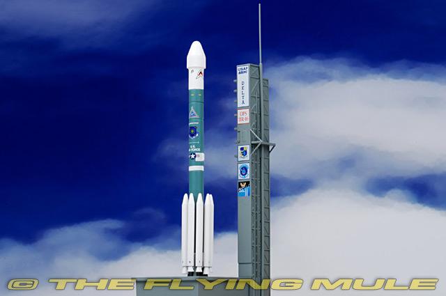 GPS-IIR-16 1:400 Delta II Rocket USAF W/Launch Tower