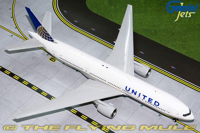 1 200 777-200ER N796UA United Airlines