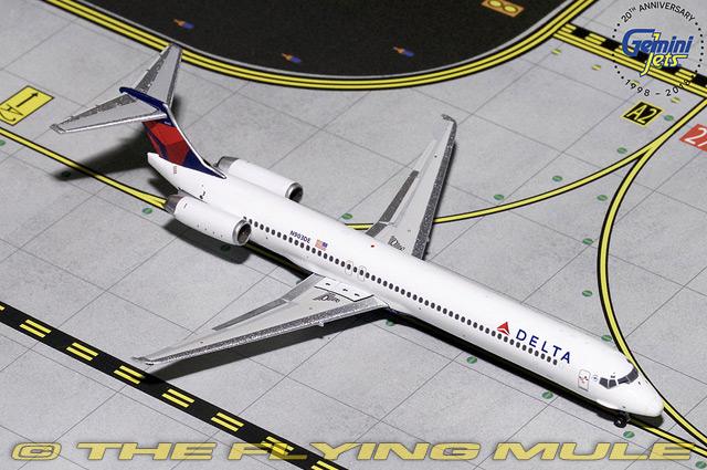1 400 MD-88 N903DE Delta Delta Delta Air Lines 731db5