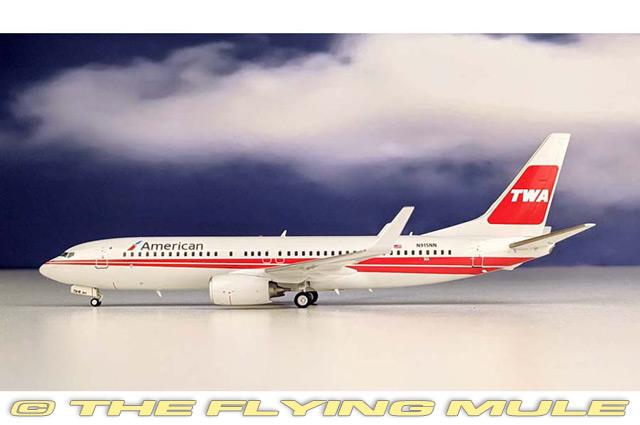 1 200 737-800 N915NN American Airlines