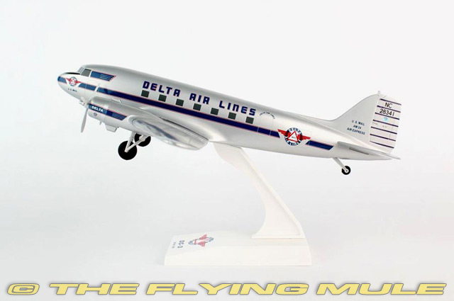 1 80 DC-3 NC28341 Delta Air Lines con tren de aterrizaje